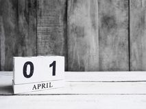 Календарь деревянного блока на деревянном столе Стоковое фото RF