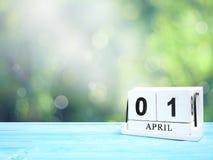 Календарь деревянного блока на коричневом деревянном столе Стоковые Фото