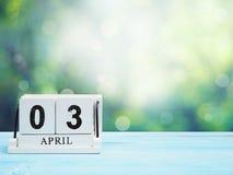Календарь деревянного блока на коричневом деревянном столе Стоковое Фото