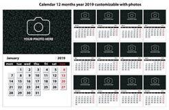 Календарь 12 месяца года 2019 ориентированного на заказчика с текстом, фото и цветами иллюстрация штока