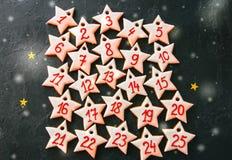 Календарь пришествия от печений звезды пряника Номера от 1 к Стоковые Изображения