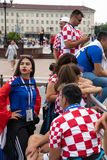 Калининград, Россия, 16-ое июня 2018 Украшенные и элегантные хорватские вентиляторы подготавливают для футбольного матча их коман Стоковое Изображение