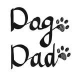 Каллиграфический `` текст папы собаки `` почерка Печать лапки Doodle черная Счастливая поздравительная открытка дня ` s отца Стоковое фото RF