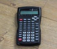 Калькулятор Standaard научный на деревянной предпосылке стоковое фото rf