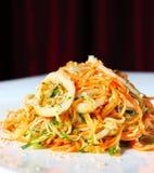 кальмар салата огурцов морковей корейский Стоковые Изображения