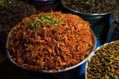 Камбоджийский продовольственный рынок улицы ночи с креветками Стоковое фото RF