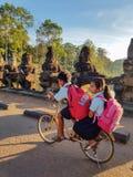 2 камбоджийских дет в формах Стоковые Изображения RF