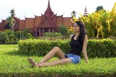Камбоджийская привлекательная девушка, Национальный музей стоковая фотография