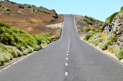 Каменистая дорога на вулканической пустыне Стоковое фото RF