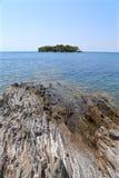 Каменистый берег моря Стоковая Фотография