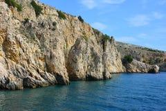 Каменистый берег океана стоковые изображения rf