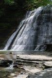Каменистый водопад парка штата ручейка, Нью-Йорк, США стоковое фото rf