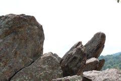 Каменистый выход на поверхность на стороне горы Стоковое фото RF