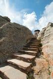 Каменная лестница шагает до башни бдительности огня пика Harney в глуши лося парков штата Custer черной в Black Hills так стоковое фото rf