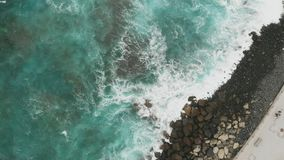 Каменная защита для прогулки на испанском острове Гран-Канарии, Agaete Полностью сила природы в акции видеоматериалы