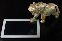 Каменная диаграмма тигра и таблетки Стоковые Фотографии RF