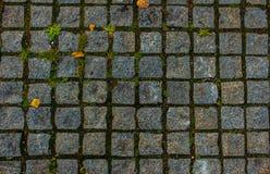 каменная квадратная плитка, крышка обочины стоковое изображение