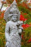 Каменная китайская статуя Quanyim богини на виске Eikando Zenrinji в Киото Стоковая Фотография RF