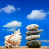 Каменная куча на пляже Стоковые Фотографии RF