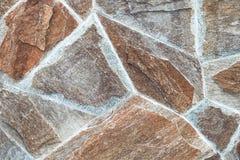 Каменная кладка с асимметрией Предпосылка стены кирпичей конца-вверх яркая винтажная Каменная стена для текстуры предпосылки Стоковая Фотография RF