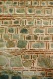 Каменная кладка, украшенная с малыми кирпичами Стоковые Изображения RF