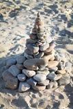 Каменная пирамида на песке Стоковая Фотография RF