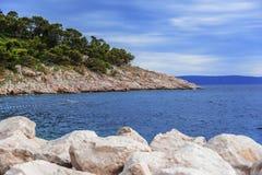 Каменная пристань на морском побережье Стоковые Изображения RF