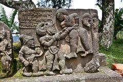 Каменная скульптура в стародедовском Candi Sukuh на Java, Индонезии Стоковые Фотографии RF