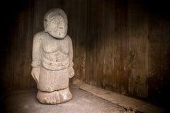 Каменная скульптура человека от Candi Cetho, Jawa, Индонезии Стоковое фото RF
