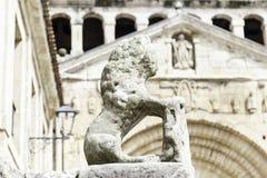 Каменная скульптура льва Стоковые Изображения