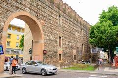 Каменная средневековая улица в историческом центре Стоковое фото RF