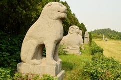 Каменная статуя животных защищая усыпальницы династии песни, Китай стоковая фотография