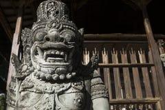 Каменная статуя духа на виске Pura Samuan Tiga, Ubud, Бали, Индонезии Стоковые Фотографии RF