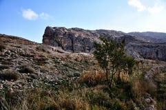 Каменная стена и взгляд на Maaloula Стоковое фото RF