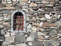 Каменная стена крепости с окном Стоковая Фотография RF