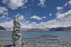Каменная структура на озере Leh Pangong Стоковые Изображения