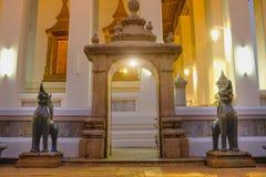 Каменная Тайск-китайская скульптура стиля и тайская архитектура искусства двери в виске Wat Pho, Таиланде Стоковое Изображение RF
