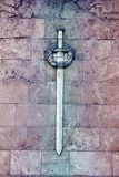 Каменная эмблема шпаги правосудия Стоковое Изображение