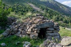 Каменное здание на выгоне Пиренеи Стоковое Изображение RF
