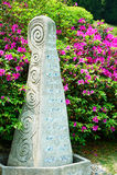 Каменное искусство и цветки скульптуры Стоковые Фотографии RF