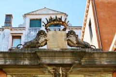 Каменное sculpure львов в Венеции, Италии Стоковое Изображение