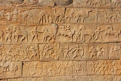Каменные барельеф на стенах в висках Hampi Высекать камень a Стоковая Фотография