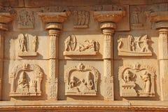 Каменные барельеф на стенах в висках Hampi Высекать камень a Стоковые Фото