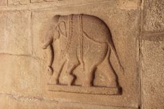 Каменные барельеф на стенах в висках Hampi Высекать камень a Стоковое Изображение