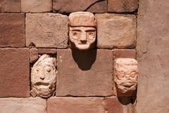 Каменные головы в виске Kalasayaya, Tiwanaku, Боливии Стоковая Фотография