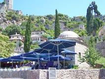 Каменные дома на холме над кафем Стоковые Фотографии RF