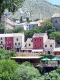 Каменные дома на холме над кафем Стоковые Изображения RF