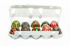 Каменные и покрашенные пасхальные яйца Стоковое фото RF