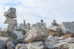 Каменные кучи на Pointe de Ручке-Hir Стоковые Изображения RF