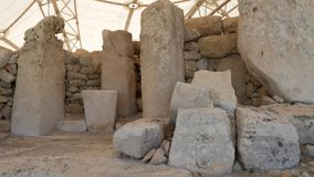 Каменные мегалиты на виске Hagar Qim в Мальте сток-видео